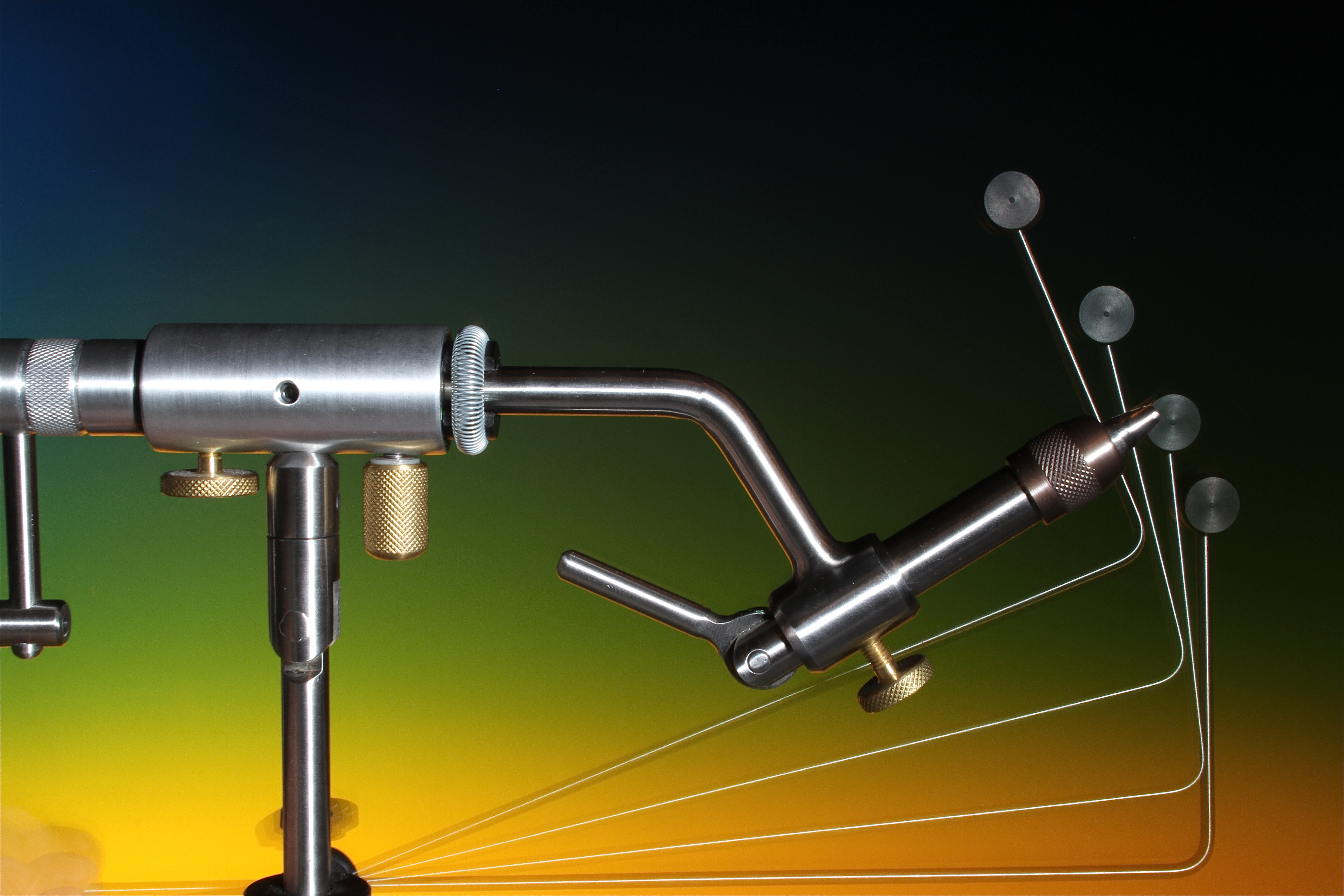 The bobbin cradel can be positioned into any possible angle required by the tyer.