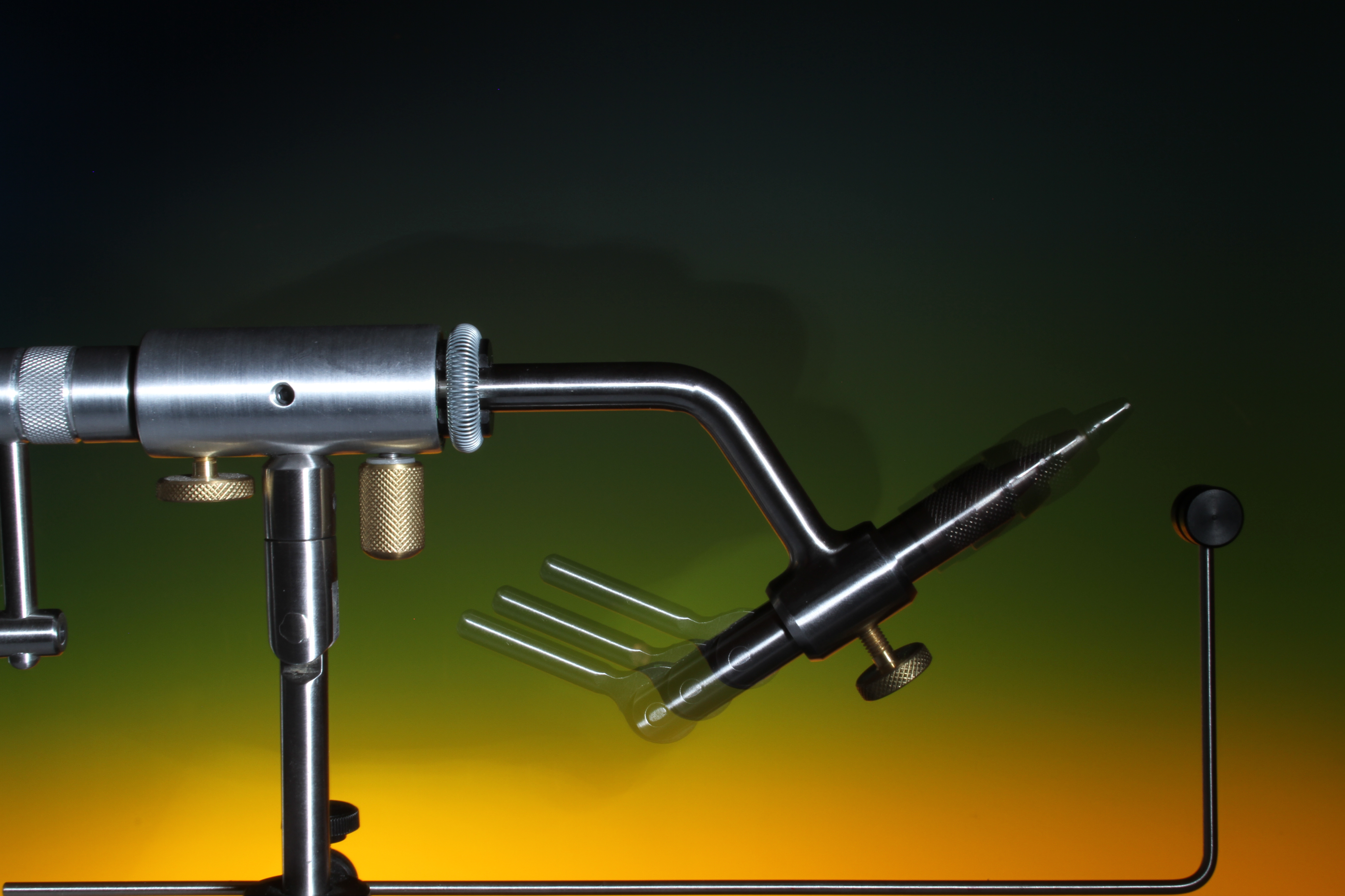 The jaws length can be adjusted by loosening the body friction screw.